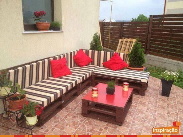 Mas uma vez o pallet trazendo seu charme sof s e mesa de for Sofa exterior jardim