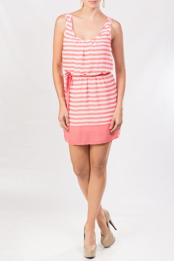 Este vestido KAMI rayado en chiffon coral sin mangas es fantástico para un día de fiesta con las amigas ¿no lo crees?