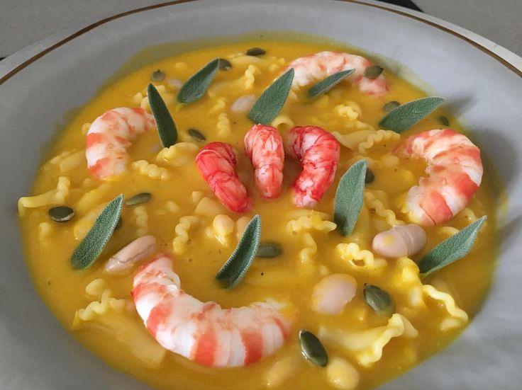"""""""Mi piace"""": 1,078, commenti: 19 - Vicky (@vicky__1963) su Instagram: """"Pasta e fagioli con gamberi rossi e mazzancolle """".. buon pranzo in famiglia! ... è una ricetta da…"""""""