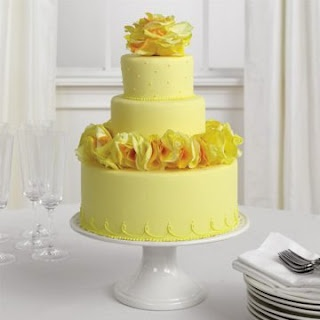 pretty yellow cake with flowers #sephoracolorwash