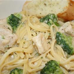 Chicken and Broccoli Fettuccini Skillet Dinner #AllstarsMazola  and #HeartHealthy... http://allrecipes.com/recipe/chicken-and-broccoli-fettuccini-skillet-dinner/detail.aspx