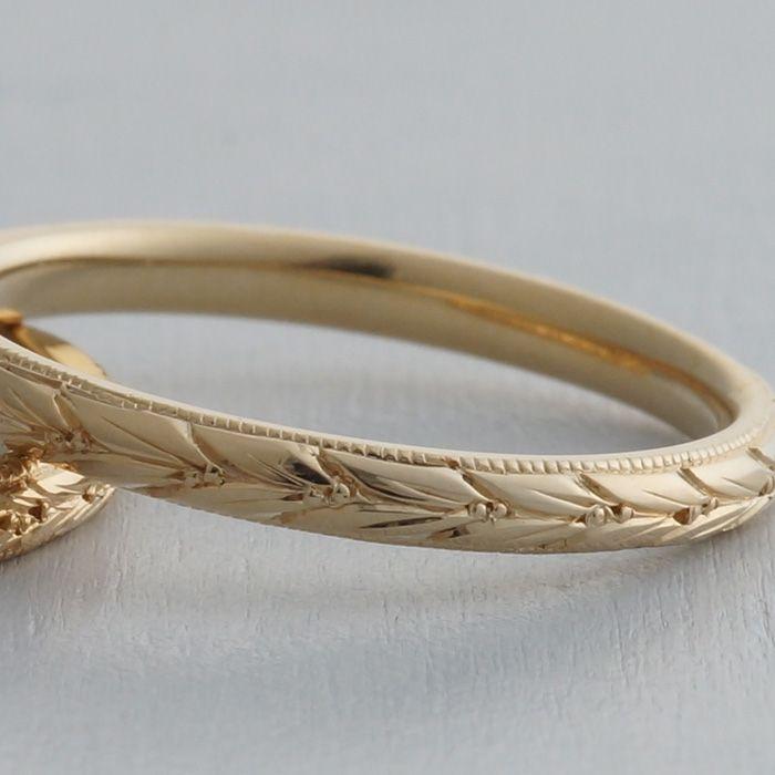 幸運のシンボル月桂樹の葉をイメージした彫り模様 縁にはミルグレインの入った細身のデザインの結婚指輪(エルバ)   [marriage,wedding,ring,gold,ゴールド,マリッジリング,ウエディング]