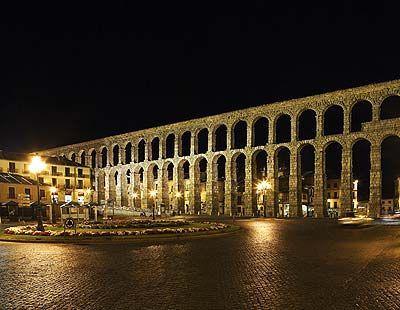 Roman Aqueduct by night
