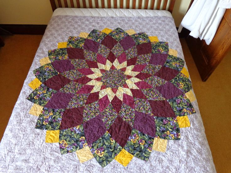 Giant dahlia double bed size quilt