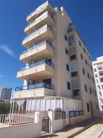 REF 584 : 2 Slaapkamer Appartement in Guardamar del Segura € 84.000  2 Slaapkamer Appartement in het leuke Guardamar del Segura. Het appartement ligt naast het dennenbos en heeft een oppervlakte van 70m2. Het balkon is 10m2 en zonnig. Volledig gemeubileerd en een keuken met appartatuur. Ook is er een gezamenlijk zwembad en een parkeerplaats. Internet + satelliet TV kunnen aangesloten worden tegen een extra vergoeding.