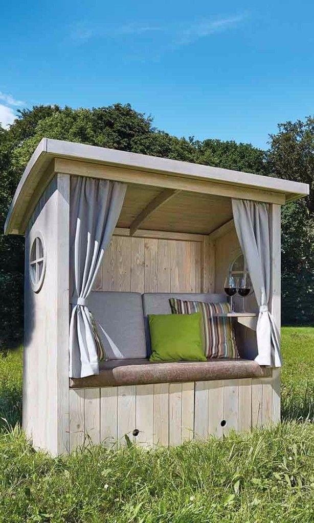 Hütten-Strandkorb für Deinen Garten mit Vorhängen und gemütlicher Polsterung…