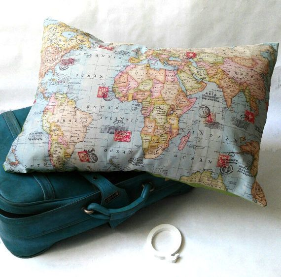 The whole world in your arms to cross it with a hug!!!!!  Big cushion to adorn any room in your home with a world map. An original and loving gift, send someone a worldmap pillow today!! The world of your dreams,   Travel routes can also be stitched as an additional touch, i can make a personalized gift. Please contact for a quote or a request custom order. If you want change color from behind you have to order a request custom order  SIZE: 50x70 cm- 20x28 not zipper. COLOURS: Multi-coloured…