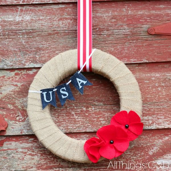 Memorial Day Wreath made with DIY red felt poppies and painted denim mini-bunting.  Step-by-step pictures included. | www.allthingsgd.com