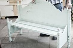 Een oud bed kan nog jaren mee. Niet om in te slapen, maar als sfeervol brocante bankje in huis of tuin. Jan van Rens laat u zien hoe. Volg zijn stappenplan en laat u inspireren.