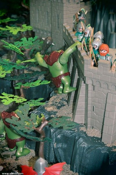 """Diorama Playmobil """"L'invasion"""" réalisé pour l'exposition Playmobil de Villers 2016. Merci à mes 2 potes Richard et Gustav pour leur coup de main sur certaines pièces manquantes. #playmobill #Villers #alizobil #smilecompagnie"""