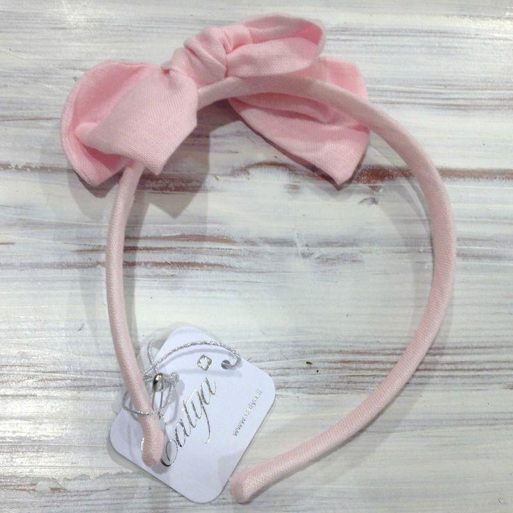 CERCHIELLO CATYA,  Cerchiello da bambina di Catya in puro lino in tinta unita color rosa confetto con un grande fiocco in tinta. http://www.abbigliamento-bambini.eu/compra/cerchietto-per-capelli-catya-2973617