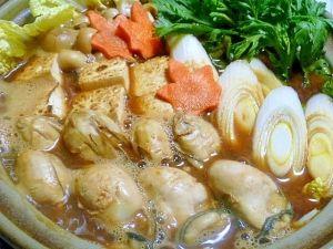 「冷凍牡蠣で八丁味噌鍋」土手鍋にせずに、味噌だし汁の味を決めてからつくります。冷凍庫に牡蠣があると帰宅してからも、下ごしらえがラクです。【楽天レシピ】