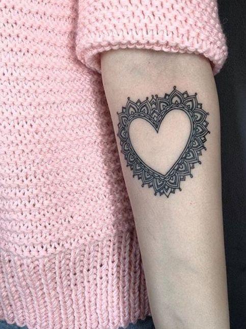 Delicate heart tattoo by Maxim Novodvorskiy. Photo: Instagram.