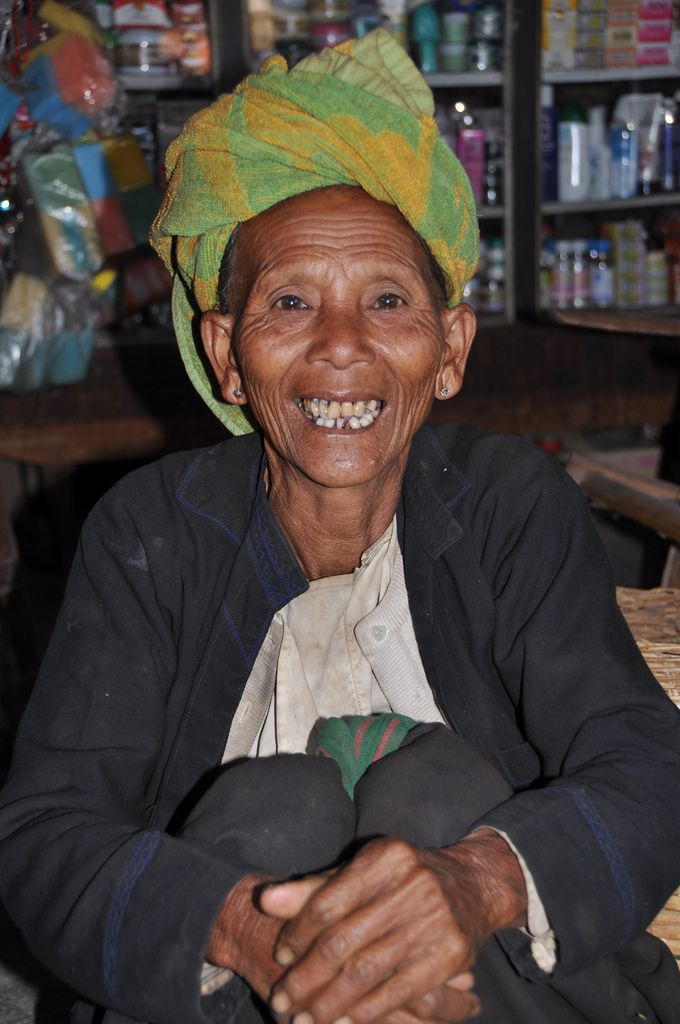 https://flic.kr/p/9MLSfM   Happy lady at the marked   At the marked in Nyaung Shwe, Myanmar 2011. I really like her smile!
