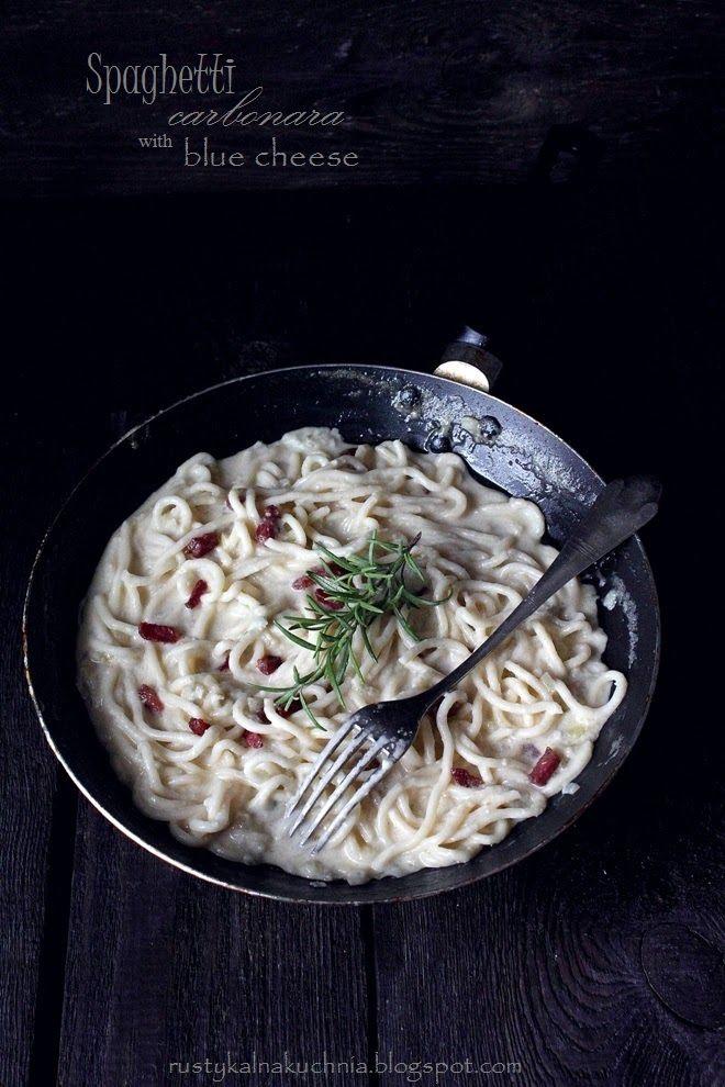 Rustykalna Kuchnia Cooking At Home Spaghetti Carbonara Z Niebieskim Serem