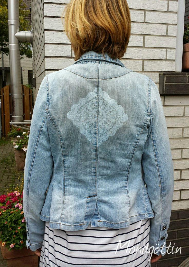 Häkeldeckchen als Schablone auf Jeansjacke