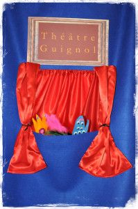 Théâtre Guignol de porte en tissu (feutrine)