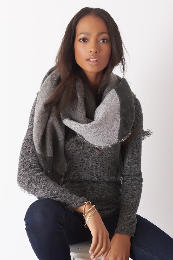 A street style chic scarf