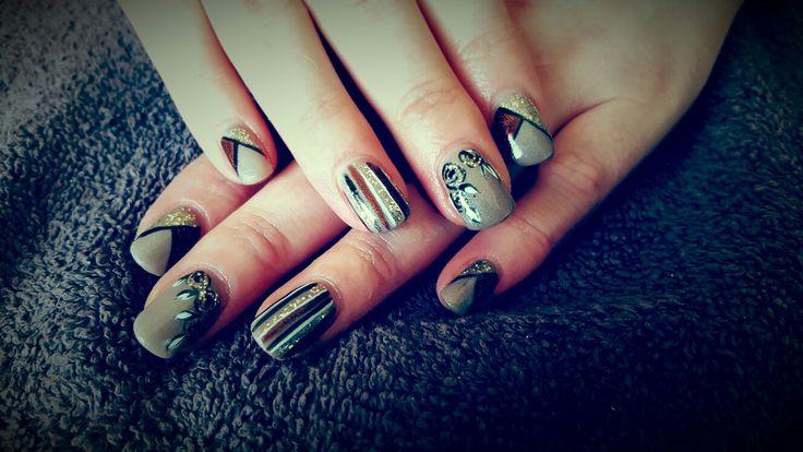 Natural tone nail art