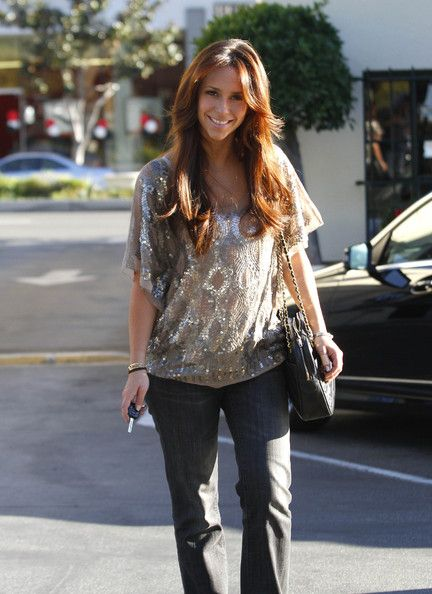Jennifer Love Hewitt...love her sexy but casual style