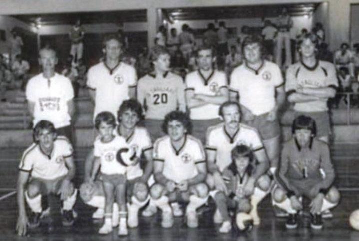 Associação Tagliari - Campeã Taça Paraná de Futsal - 1979  (pela primeira vez disputei um campeonato adulto e, para meu orgulho, pela primeira vez a Associação Tagliari conquistou o título da Taça Paraná. Ainda era um coadjuvante, mas marquei um gol importante para o título)