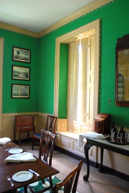 Arsenic green. George Wythe House, Williamsburg, Virginia, c.1755 - An example of the bright paint colours favoured in houses during the mid-18th century.