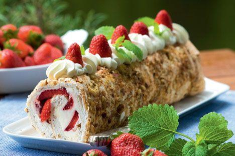 Opskrift på Sommerroulade med jordbær fra - Hjemmet