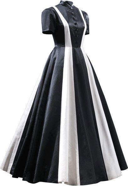 Balenciaga - ESENCIAL - CBM 06.2002 Vestido de noche en satén de colores negro y marfil  1939 Perteneció a doña Rita María Fernández-Rivera y Gómez.
