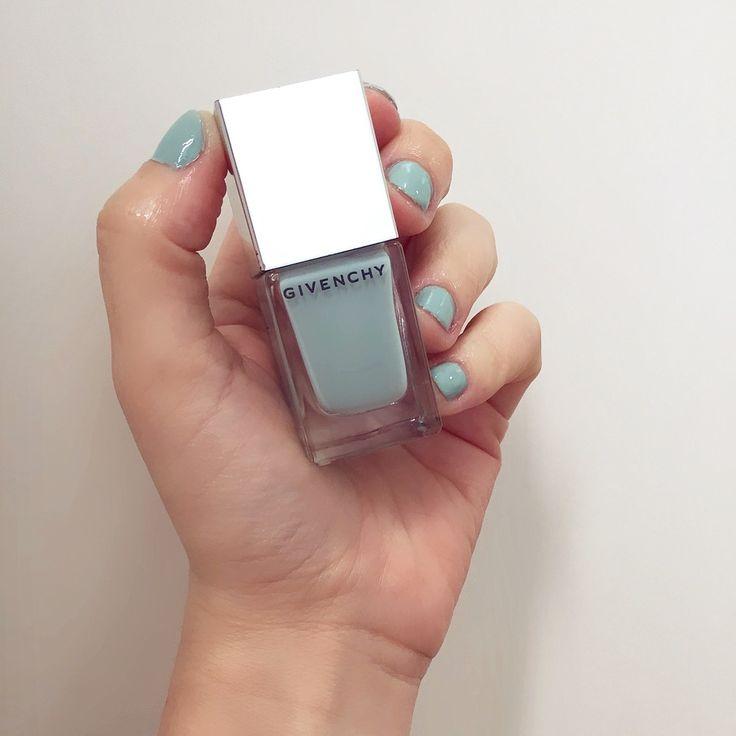 Aquela cor de esmalte linda que dá vontade de repetir toda semana ❤️ Esmalte 27 Givenchy (tá brilhando assim, porque eu sou a louca do óleo secante) #Esmaltedodia #Esmaltedasemana #nails #unhasdasemana #Givenchy #beleza #GarotasConsumistas #RenataFernandes