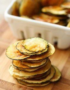 """Receita de petisco saudável, onde as """"fritas"""" na verdade são assadas com um pouquinho de azeite. Experimente!"""
