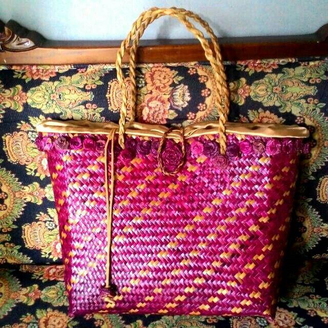 Saya menjual Tas Purun Merah Maroon Lapis Kain seharga Rp125.000. Dapatkan produk ini hanya di Shopee! https://shopee.co.id/borneoethnic/766384283 #ShopeeID