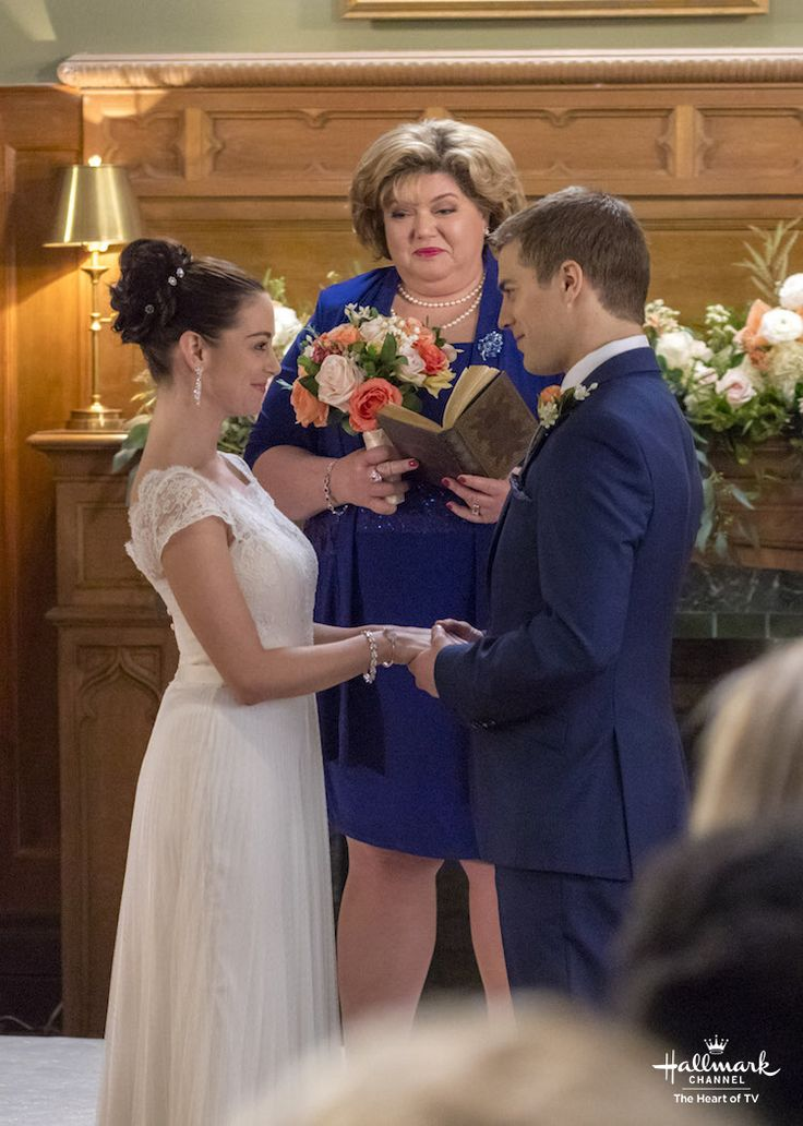 The town rallies together to help Michael and Vanessa pull off their wedding dream. Watch the last episode of Good Witch, Season 3 on Sunday night 9/8c on Hallmark Channel!