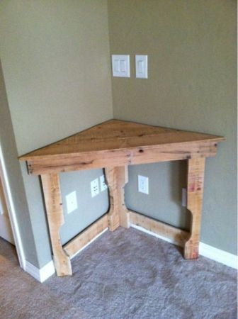 Recycled pallet corner desk - like the idea of making this the