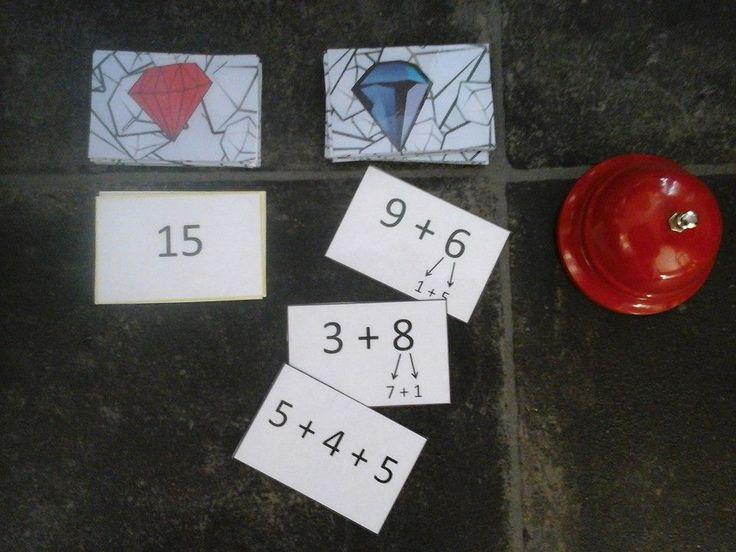 """""""Kymmenylityksen harjoittelua Halli Gallin idealla."""" Toisessa korttipakassa on vastauksia ja toisessa laskuja. Vastauskortti on näkyvissä ja laskupakasta käännetään laskuja. Kun tulee oikea lasku, kilautetaan kelloa. Nopein saa korttiparin itselleen ja käännetään uusi vastaus. Soittokello on hankittu Tigerista. Pelikortit kopioitu 2-puoleiksiksi ja laminoitu. (Alkuopettajat FB -sivustosta / Jaana Linkola)"""