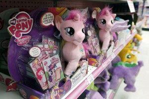 (Alb-) Traum?! Haare in Partelltönen. Mütter allen Übels: Die My Little Pony Pferdchen... Den Artikel dazu gibt es bei ICON http://www.welt.de/icon/article133143883/Zuckersuesse-Pastell-Haarfarben-gehoeren-verboten.html