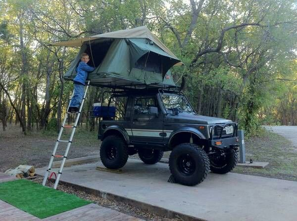 I want one! Samurai roof tent! Tienda de campaña en techo del carro
