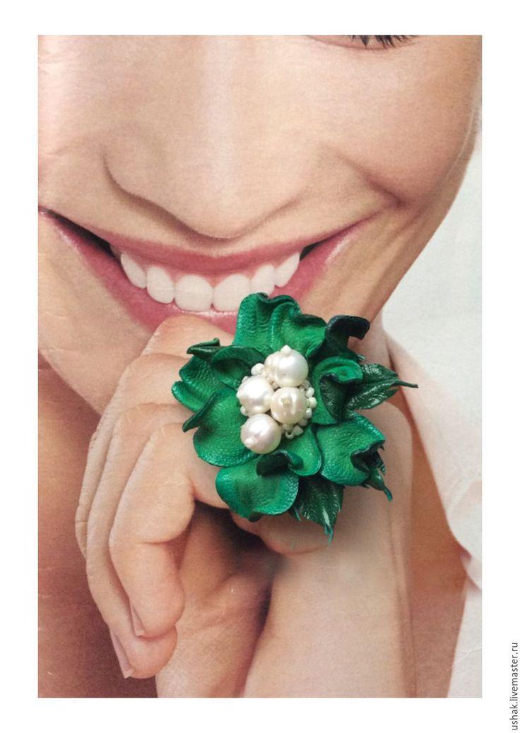 Купить Кольцо из кожи Жемчужинка - зеленый, изумрудный, кольцо из кожи, цветок из кожи, украшение из кожи