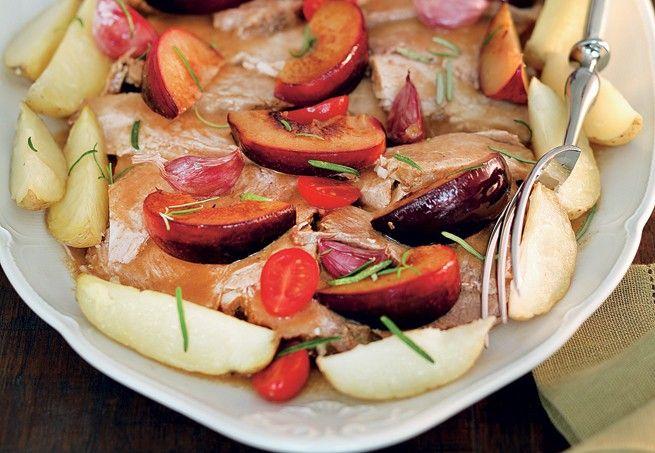 Pernil assado na cachaça com alecrim e batatas rústicas