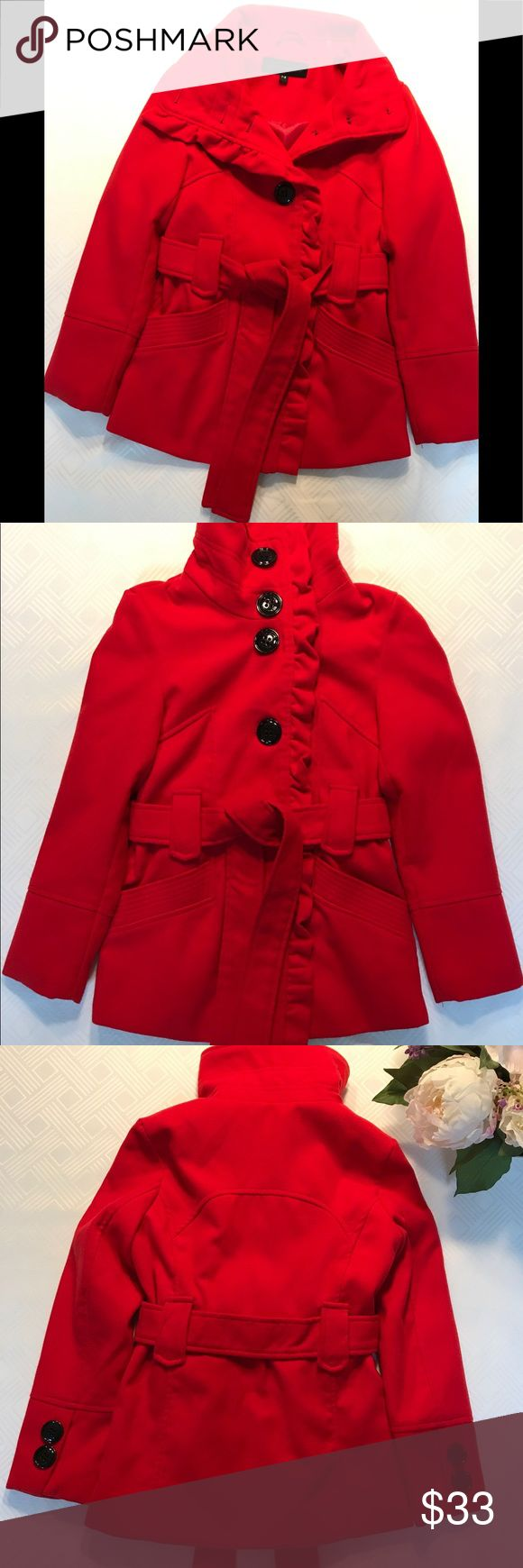 Steve Madden Girl's kids vibrant red size 7/8 coat Beautiful Steve Madden Girl's kids vibrant red size 7/8 coat. 20 inch sleeve length 23 inch length from bottom of the collar to the bottom of the coat. In excellent condition! :) Fully lined. Ribbed design on the top of the pockets. Detachable belt. Steve Madden Jackets & Coats