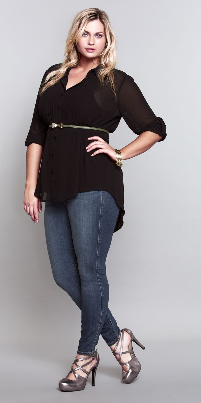 Such a SEXY way to rock this Torrid skinny jean (medium wash). #ShopByOutfit