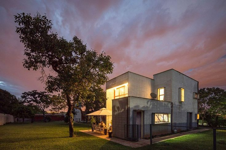 Casa SMPW: Affordable Brazilian Home in Concrete, Metal and Glass