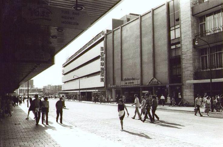Promenade jaren zestig met rechts bioscoop Hollandia