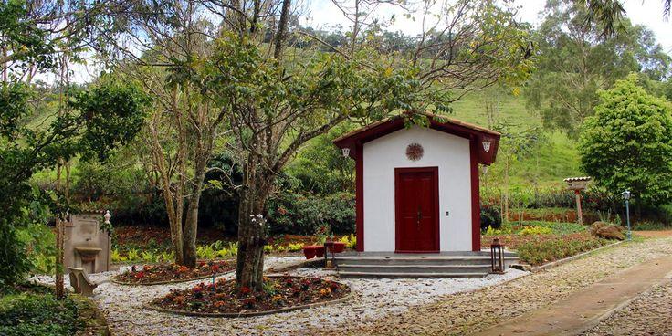 Capela na Fazenda Santa Marina, em Santana dos Montes, Minas Gerais