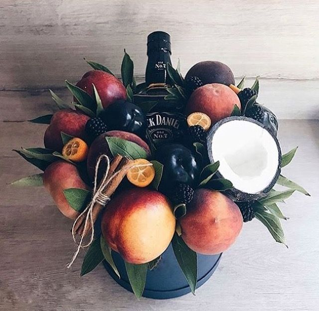Вкусные букеты! Сделаем букеты на Ваш вкус: фруктовые, овощные, сладкие, мясные, колбасные, сырные, из сухофруктов Наш Инстаграмм @_delicious_stories_ Порадуйте любимых оригинальным подарком!