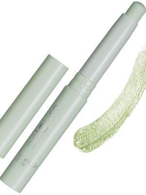 Concealer Stick Nr.4 Soft Moss. • Sun Shine täcker mörka ringar under ögonen, Soft Moss döljer röda fläckar och/eller hudpartier  • Mycket färgpigment, täcker perfekt • Silkesmjuk och krämig textur, enkel att applicera  • Hyn får ett naturligt utseende  • Med calendula-extrakt och olja från sojabönor: idealisk vid oren hud  • Med vitamin E, Aloe Vera och verksamma, fuktighetsgivande ämnen  2,5 g. 99:-  Fri frakt