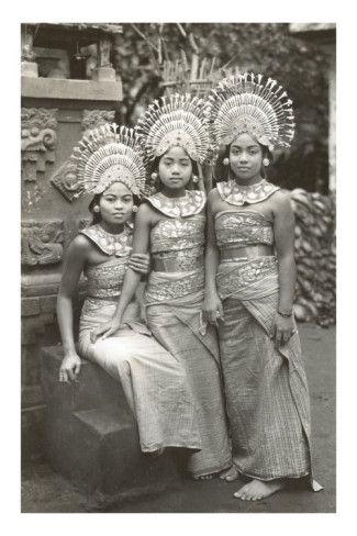 Balinese janger dancers