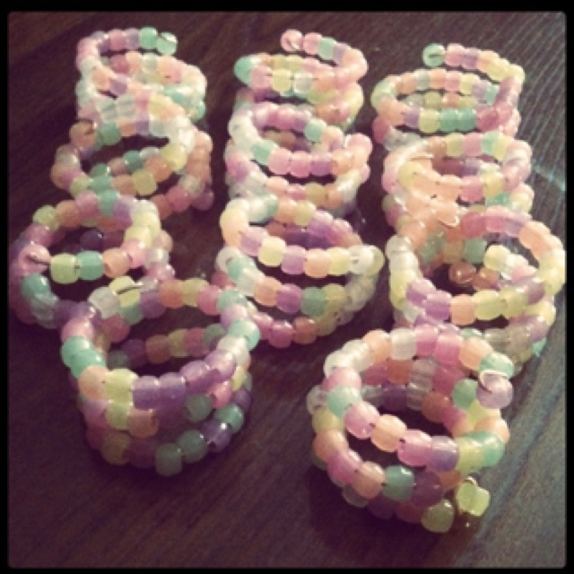 Napkin Rings - 16 gauge wire, pony beads. Perfect for a tea party!