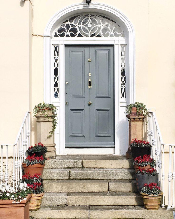 doors of Dublin, grey door