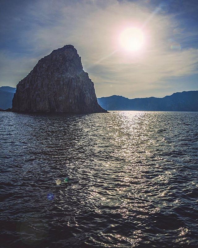 """Sun, sea and the mountains | © NuevoPictures ••••••••••••••••••••••••••••••••••••••••••••••• #musandam #oman #travelgram #omantourism #awesome_earthpix #discoverglobe #skyscraper #FF #instacool #instadaily #picsdubai #instalove #instagram #instafollow #iggy #iggers #l4l #tagforlikes #lovindubai #photooftheday #imageoftheday #followforfollow #picoftheday #amazingdubai_ #nightphotography #guinessrecord #likeforlikes #dubai_360 #picsdubai  @emiratespictures @dubai @dubai_gram @lovindubai…"