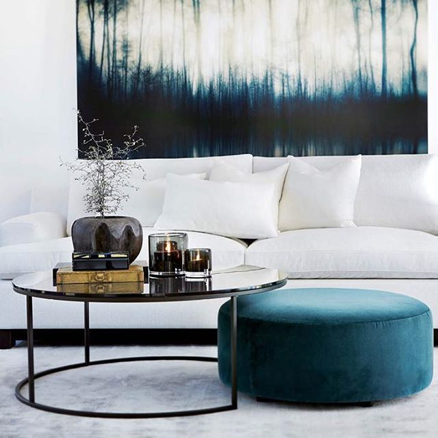 Essex sofa og Anthony bord i kombinasjon med Ross pall. Alt fra Slettvoll. #slettvoll